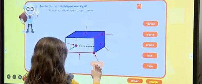 os-ecras-interativos-estao-a-revolucionar-as-salas-de-aula